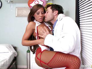 порно врач помогает кончить