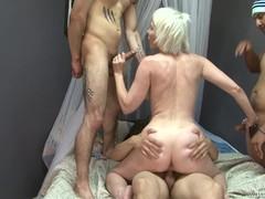 порно с тупой блондинкой
