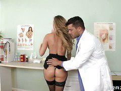 секс аниме с врачом