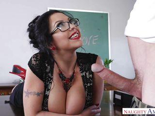 Молодая пара первый раз занимается сексом