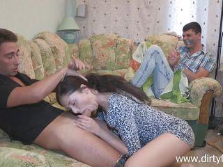 Жена делает минет домашнее порно