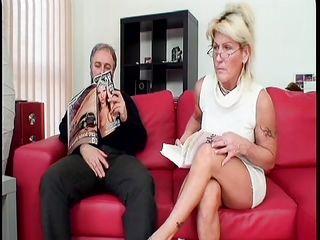 Порно бабушки писсинг