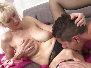 Старушки Порно С Молодыми Онлайн